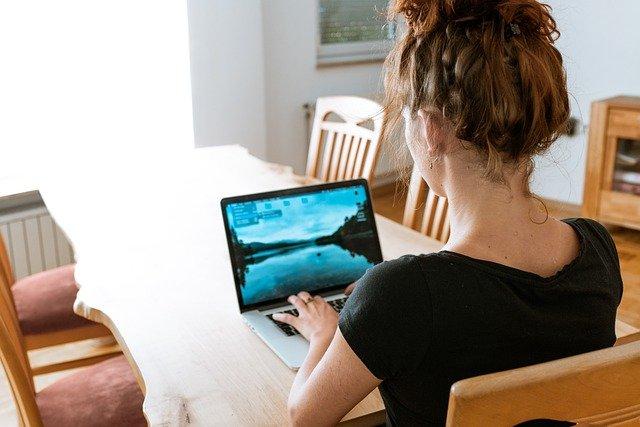 praca zdalna, praca w domu, copywriter, programista, grafik, prowadzenie bloga